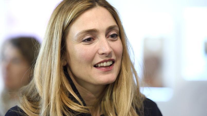 Julie Gayet était ce 13 mars au festival majestic pour présenter «L'homme qui répare les femmes: la colère d'Hippocrate» attend de vivre pleinement son amour avec François Hollande.