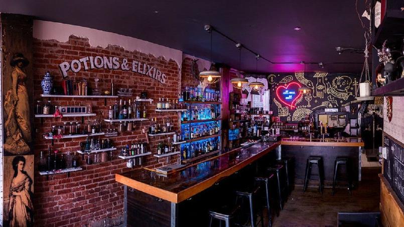 Le Lockhart cocktail bar, la brasserie autour du monde d'Harry Potter est en passe d'être inauguré à Montréal. Cette photo représente celui qui a déjà ouvert à Toronto.