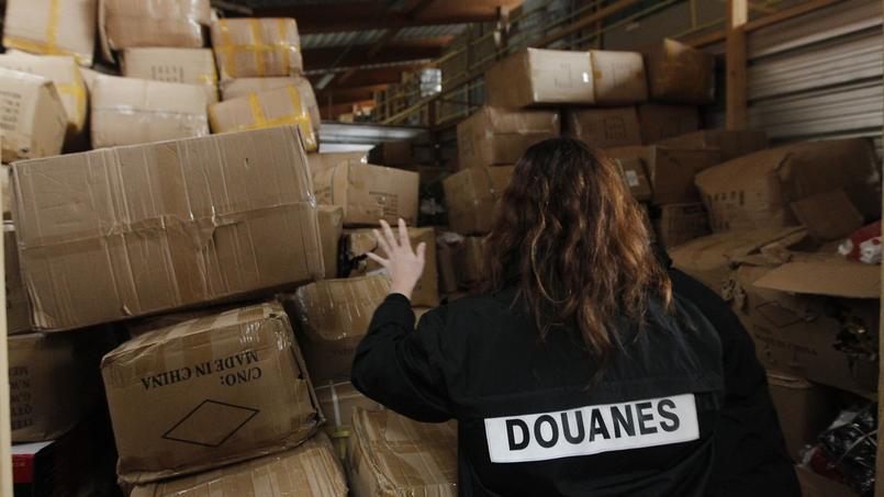 Outre les vêtements de luxe et les cigarettes, les agents de la douane ont également mis la main sur 150 millions d'euros d'avoirs criminels.