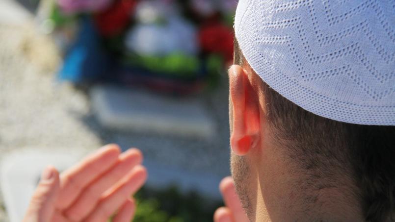 On compte 1800 imams actifs en France. La majorité d'entre eux échappent à tout contrôle de l'État.
