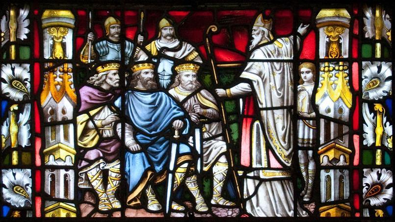 Saint Patrick, à droite, prêchant devant les rois (vitrail de la cathédrale de Carlow, en Irlande). Il est fêté tous les 17 mars.