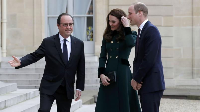 French President Francois Hollande welcomes Britain's Catherine the Duchess of Cambridge and Prince William as they arrive for a meeting at the Elysee Palace in Paris