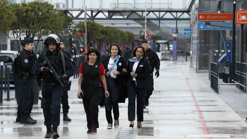 Tirs contre des policiers à Stains, en lien avec l'attaque d'Orly