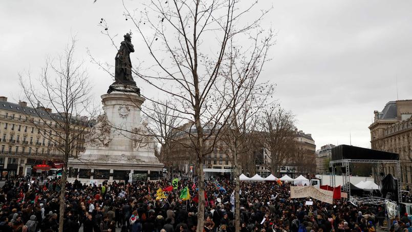 Paris : manifestation de plusieurs milliers de personnes contre les violences policières