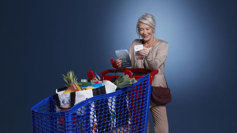 Les clients pourront acheter un coffret contenant une carte bancaire internationale dans les magasins Carrefour et sur le site ruducommerce.com.