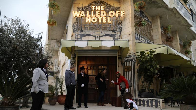 L'hôtel à «la pire vue au monde», selon son créateur, l'artiste de rue Banksy, vient d'accueillir ses premiers résidents.