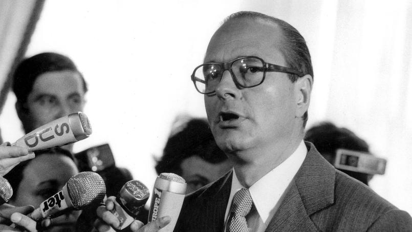 Le bouillonnant Jacques Chirac, ancien Premier ministre et futur président de la République, s'empare de la capitale le 25 mars 1977.