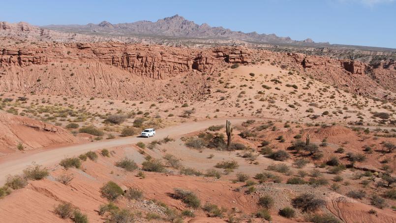 Dans le nord-ouest argentin, des paysages immenses et déserts.