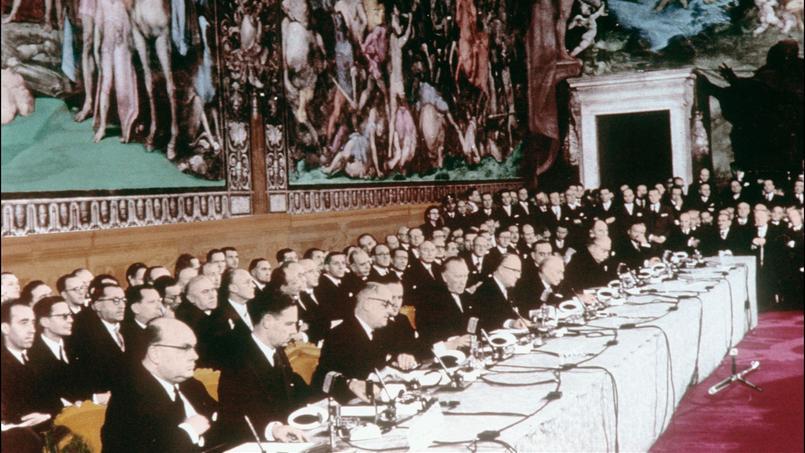 À Rome, le 25 mars 1957, la France, la Belgique, le Luxembourg, l'Allemagne, l'Italie et les Pays-Bas signent le traité fondateur de l'Union européenne.
