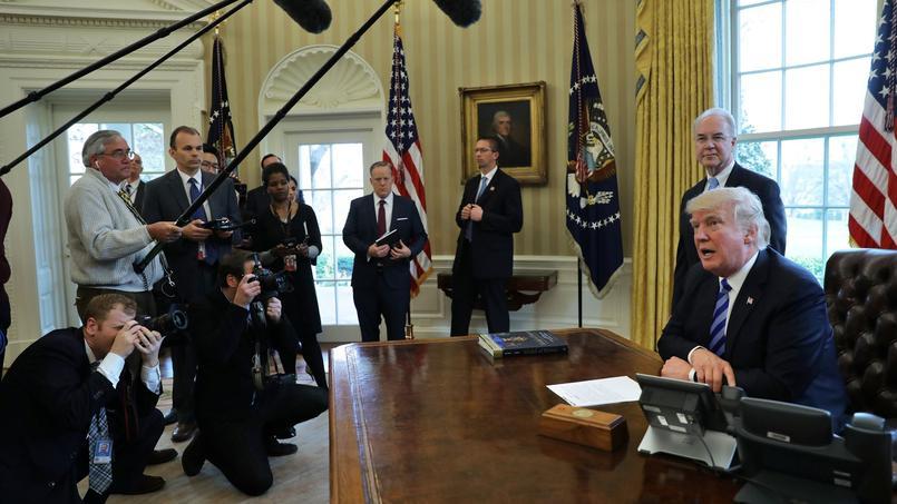 «Le président Donald Trump a récemment découvert que le système de santé était un sujet complexe, il sait désormais que légiférer l'est tout autant», raille le Los Angeles Times.