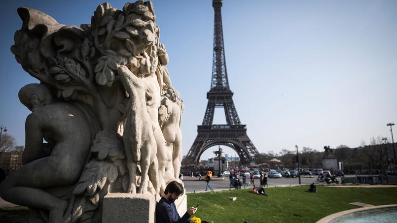 La paroi en verre de la tour Eiffel adoptée