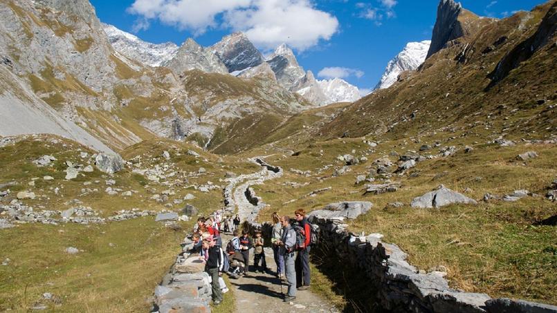 Les murets en pierres sèches de «la route du sel, en direction du col de la Vanoise.