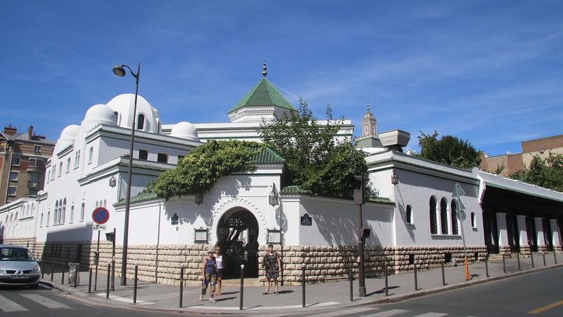 Après la promulgation de la «Charte de l'imam» par le CFCM, cinq fédérations musulmanes accusent le conseil d'avoir procédé à une «officialisation de documents de travail non encore adoptés» (ici la Mosquée de Paris).