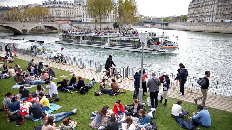Dimanche, à Paris.