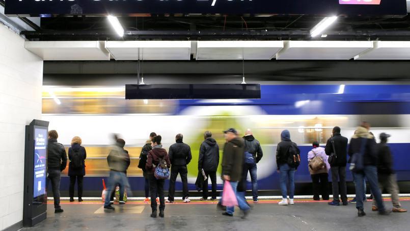 Les fouilles préventives autorisées dans le métro après l'attentat en Russie — Paris