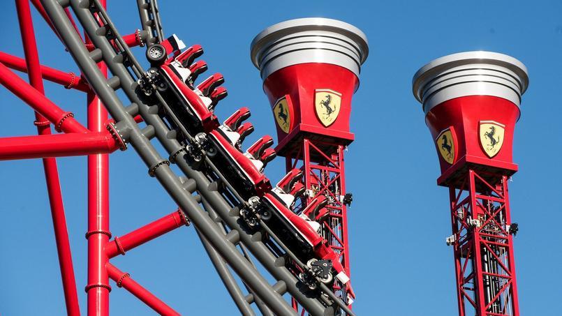Les montagnes russes dans le nouveau parc de Ferrari, en Espagne.