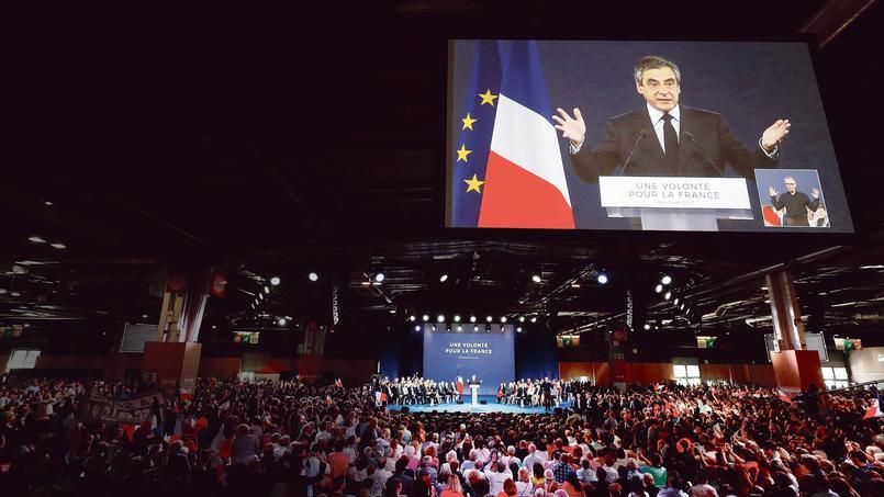 François Fillon en meeting, dimanche, à la Porte de Versailles.