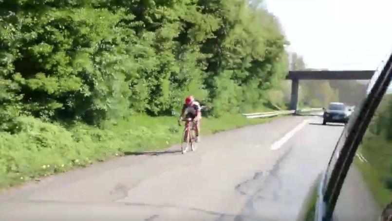 Pour éviter les pavés, il emprunte l'autoroute — Paris-Roubaix
