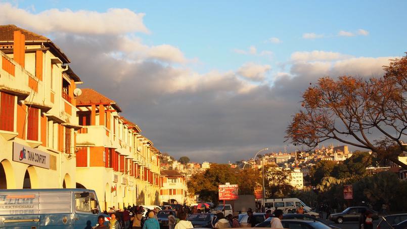 L'avenue de l'Indépendance, dans le quartier français de Tananarive.