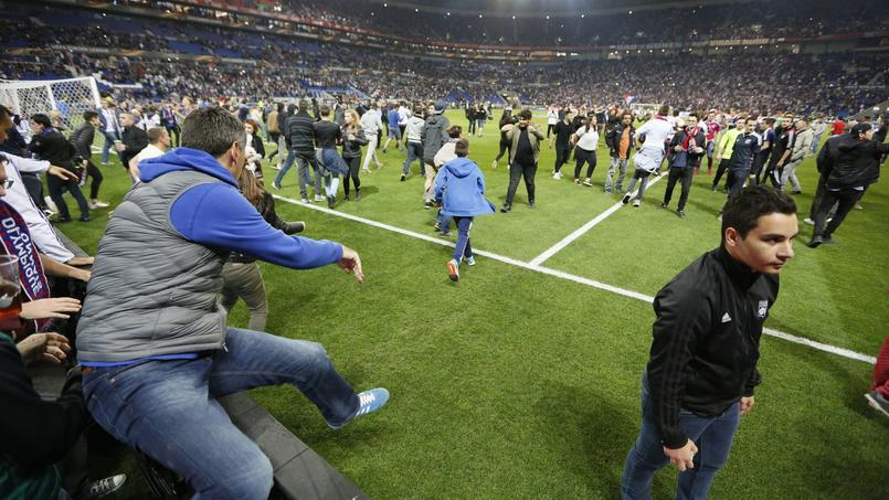 Des incidents ont éclaté entre supporters avant le match au Parc OL.