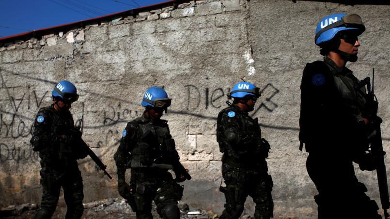 Des Casques bleus patrouillent à Port-au-Prince, en mars 2017.