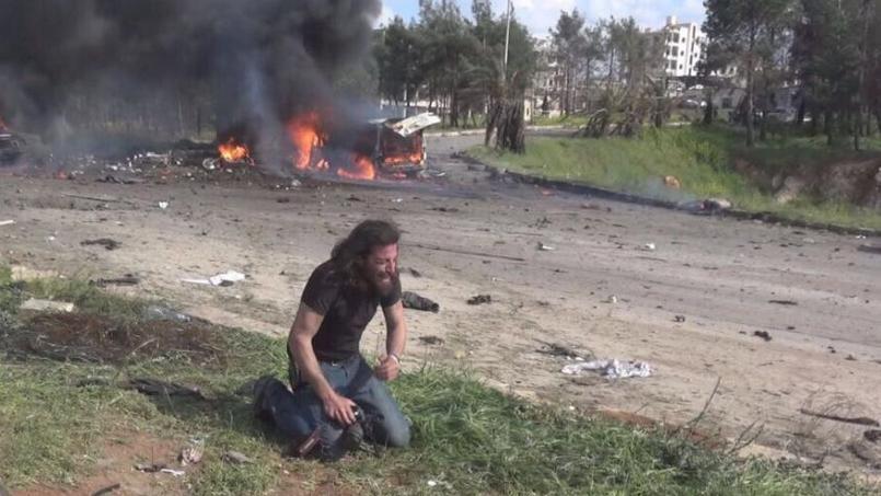Abd Alkader Habak, photographe syrien, était sur les lieux de l'attaque qui a fait une centaine de morts près d'Alep, dont 68 enfants.