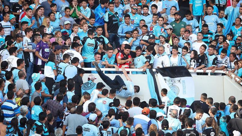 Vague d'indignation en Argentine après le décès d'un supporter jeté d'une tribune