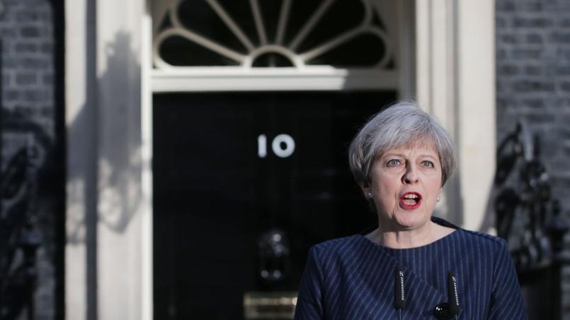 Theresa May, sur le perron du 10, Downing Street, mardi matin.