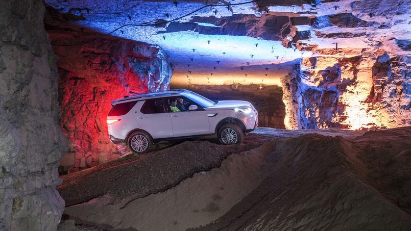 Le nouveau Land Rover Discovery excelle au fond d'une galerie de mine comme sur la piste, et peut toujours accueillir sept personnes.