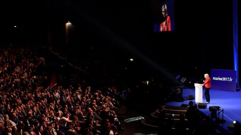Marine Le Pen, lors de son meeting lundi soir au zénith de Paris.