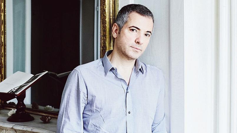 Le comédien Bruno Putzulu, chez lui, à Paris.