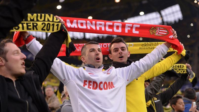 Un fan monégasque à côté d'un supporter du Borussia Dortmund au Signal Iduna Park le 12 avril dernier