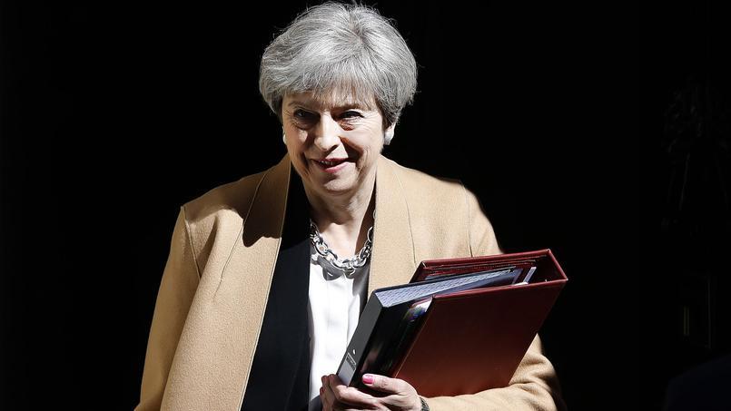 Après une succession d'interventions sans panache, les députés britanniques ont accepté mercredi à une écrasante majorité de dissoudre la Chambre des communes pour organiser de nouvelles élections législatives le 8 juin.