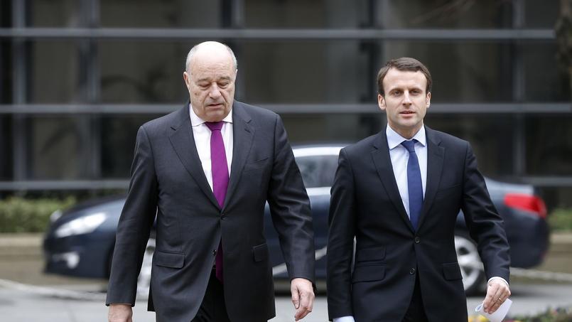 Jean-Michel Baylet et Emmanuel Macron à Paris, le 24 février 2016.