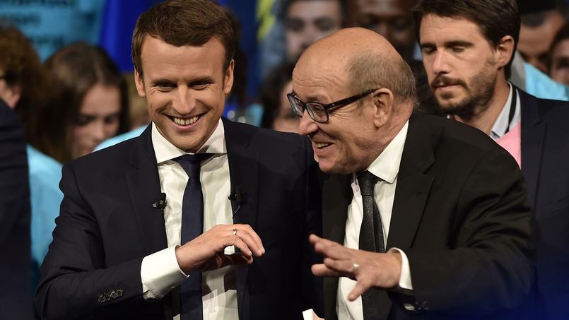 Emmanuel Macron et Jean-Yves Le Drian, mercredi 19 avril 2017 en meeting à Nantes.