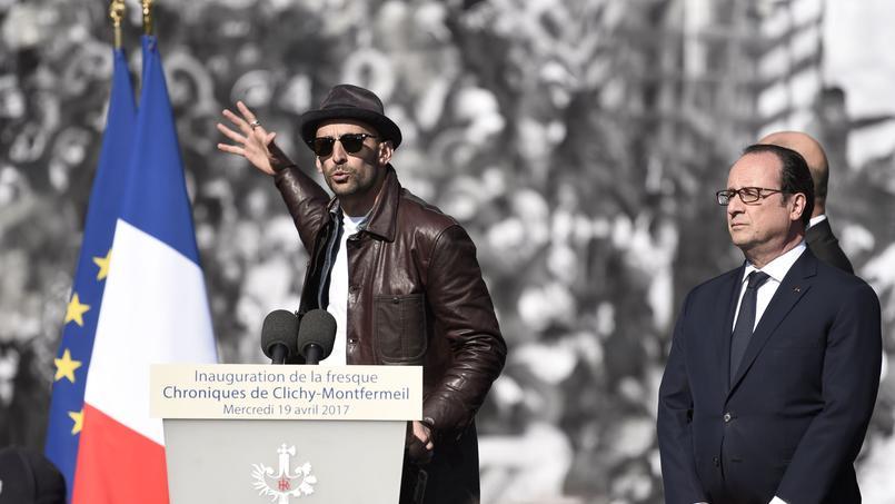 L'artiste JR (à gauche) et François Hollande, ont eu un discours de réconciliation mercredi devant la fresque monumentale à Montfermeil.