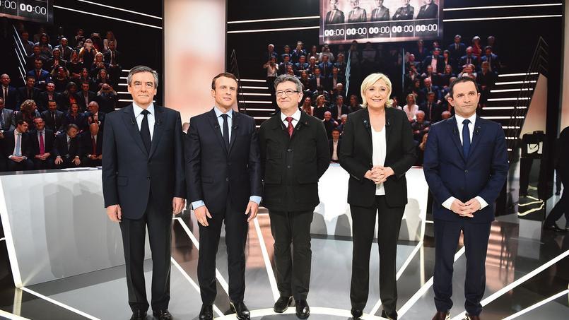 François Fillon, Emmanuel Macron, Jean-Luc Mélenchon, Marine Le Pen et Benoît Hamon sur le plateau de TF1, à l'occasion du débat organisé le 20 mars.