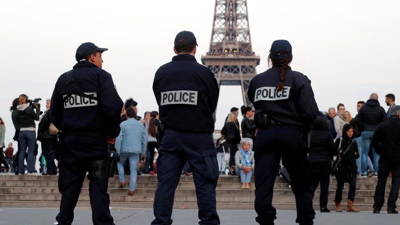 Les policiers ont rendu hommage à Xavier Jugelé sur la place du Trocadéro.