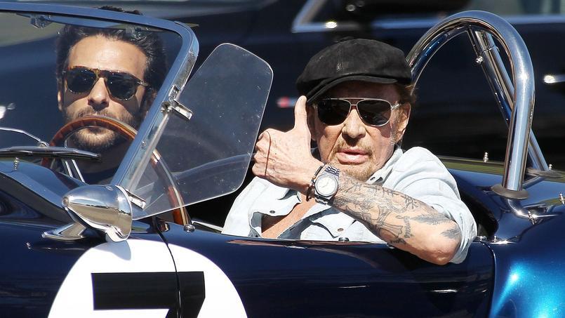 Johnny Hallyday à Los Angeles se lance dans un nouveau traitement pour soigner son cancer.