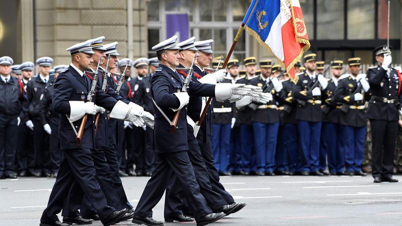 Les policiers de France endeuillés après la mort de Xavier