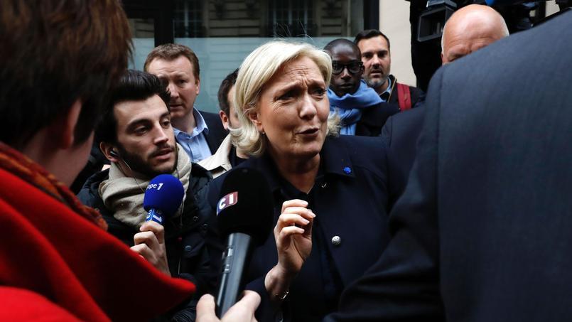 Aucun drapeau européen dans les meetings de Marine Le Pen qui a longtemps prôné la sortie de l'euro comme étant une urgence absolue. Avant de changer sensiblement de ton.