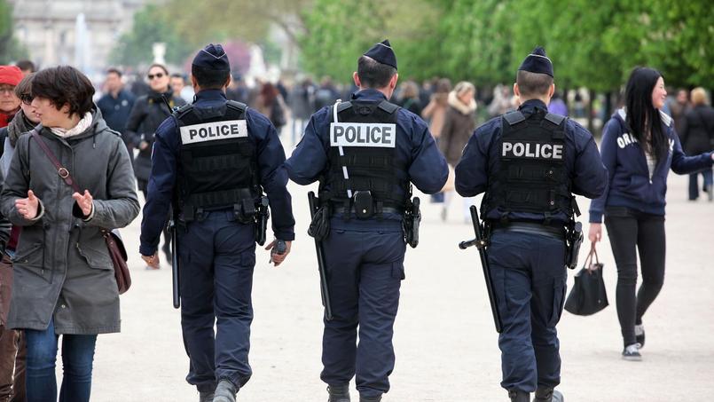 À Paris et sa couronne, où plus de 12.000 policiers et militaires seront en alerte, des «policiers référents» désignés dans chaque commissariat seront les contacts des mairies et des présidents des bureaux de vote.