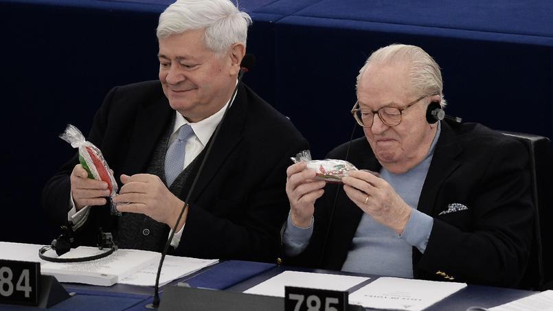 Bruno Gollnisch et Jean-Marie Le Pen, députés européens