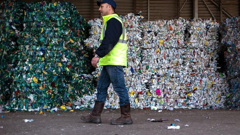 La France recycle environ 35% des déchets ménagers collectés, selon l'Ademe. Mais cette moyenne cache des disparités territoriales nettes.