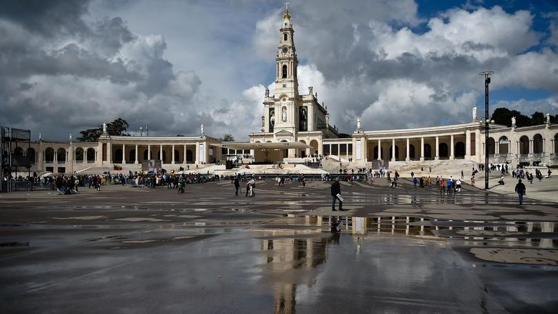 La basilique de Fatima, avec les images de Jacinthe et François, jeudi.