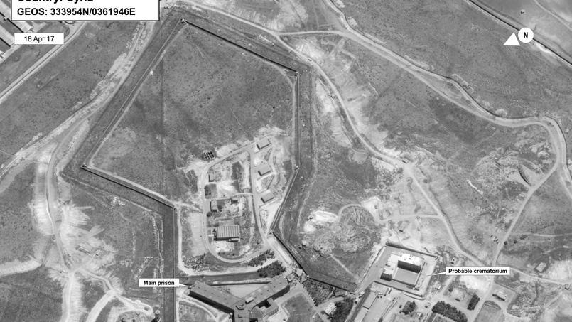 Image satellite du complexe pénitentiaire de Saydnaya, datée d'avril 2017, montrant à droite la localisation de ce que le Département d'État américain pense être le crématorium où seraient brûlés les corps des prisonniers.