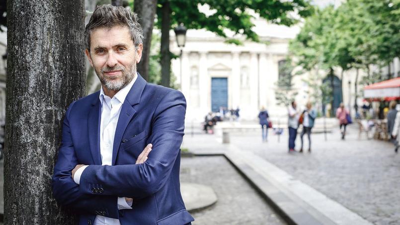 Le metteur en scène Pascal Rambert pose place de la Sorbonne, au coeur du Quartier latin où il vit.