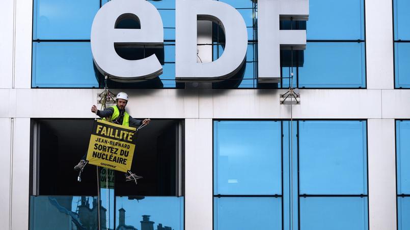 Un activiste de Greenpeace au siège d'EDF en février dernier