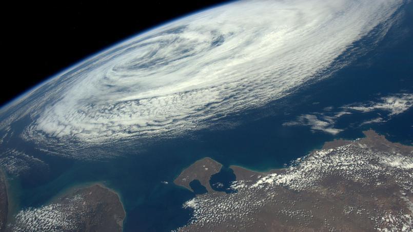 Tempête tropicale photographiée depuis la station spatiale internationale le 6 décembre 2016 par l'astronaute Thomas Pesquet.