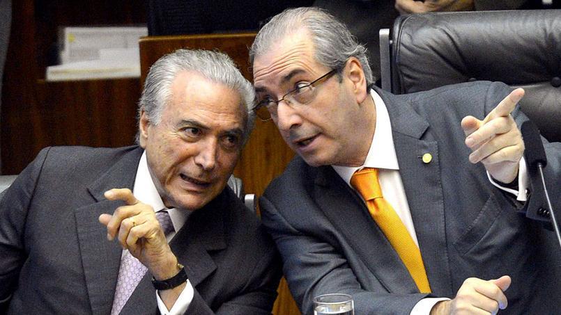 Michel Temer (à gauche) aurait demandé que les pots-de-vin offerts à Eduardo Cunha (à droite) continuent.